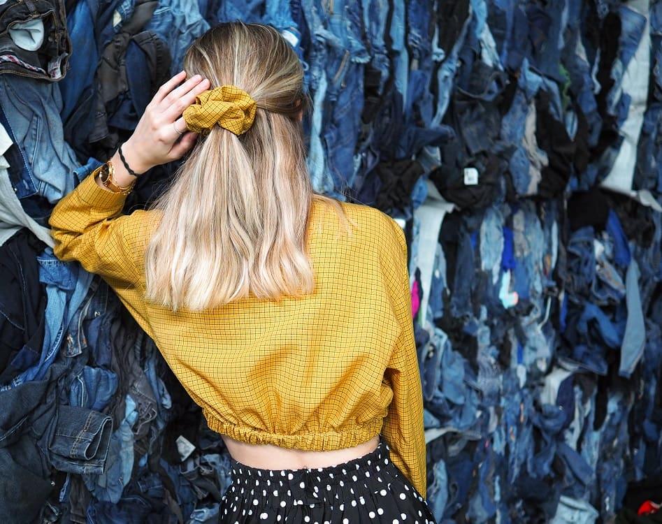 Upcycled elastic shirt und Haargummi